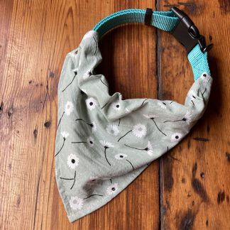 Daisy Collar Bandana in green